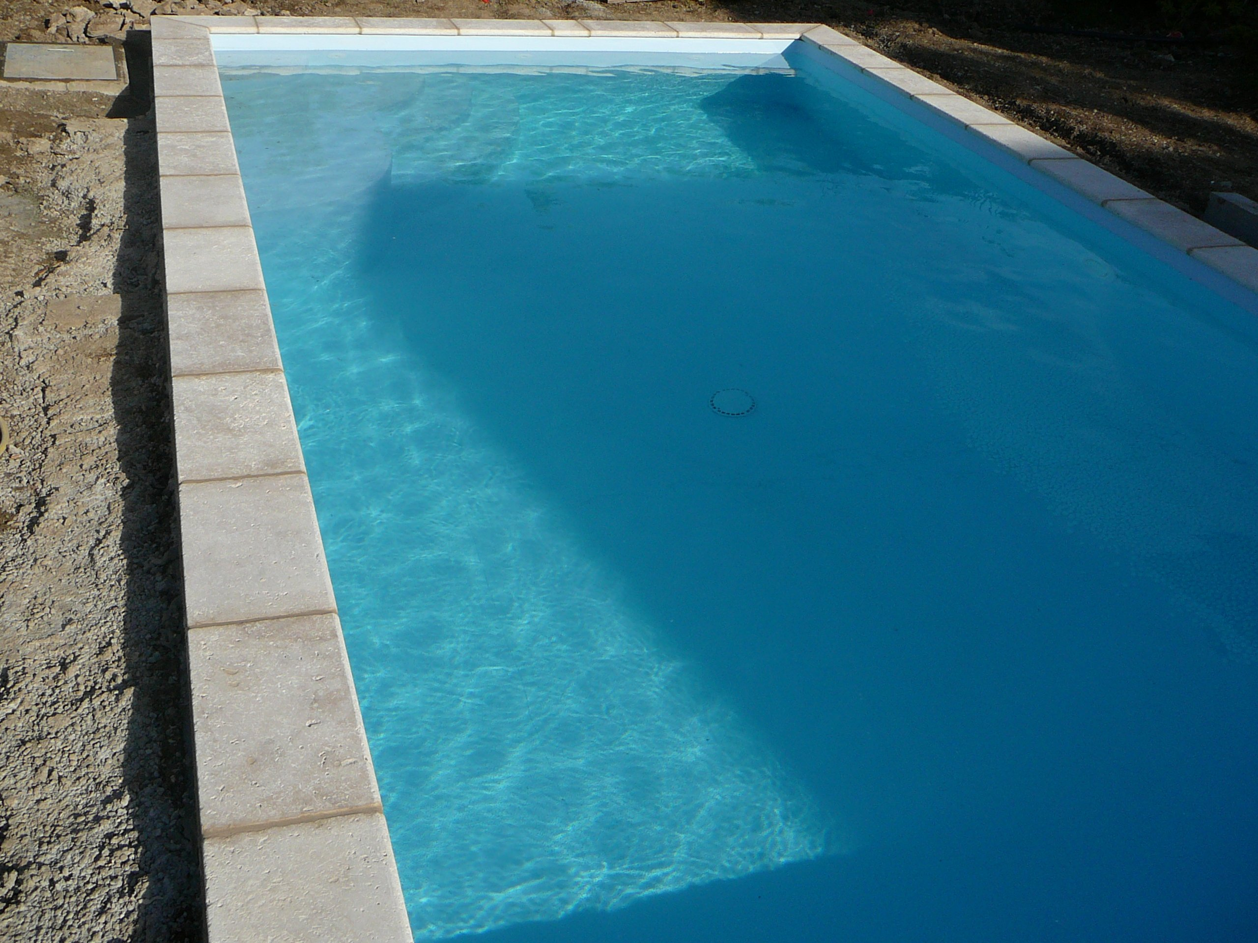 Piscine carr bleu for Carre bleu piscine